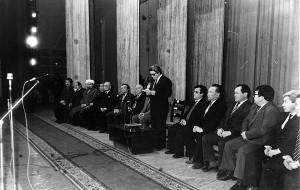 """Торжественное заседание в Национальной филармонии имени Токтогула, где было объявлено об учреждении Международной ассоциации """"Руханият"""", 1992 г."""